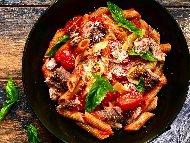 Рецепта Лесни пълнозърнести макарони с риба тон, чери домати и пармезан